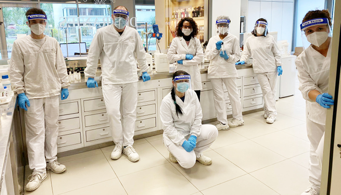team Dr. Vranjes Firenze nel laboratorio